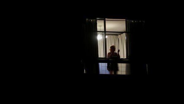 Mujer en una ventana en Buenos Aires - Sputnik Mundo