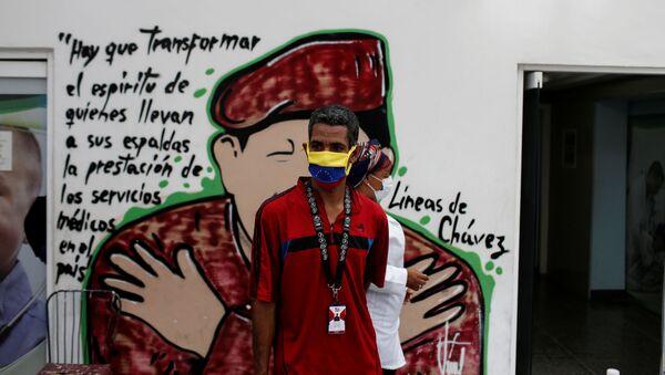 Un hombre con mascarilla en Caracas, Venezuela - Sputnik Mundo
