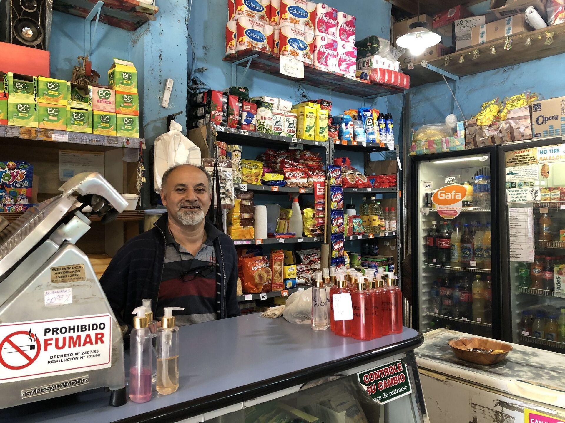 Saúl Sánchez, vecino del barrio hace 30 años y dueño de un comercio de alimentos - Sputnik Mundo, 1920, 07.10.2021