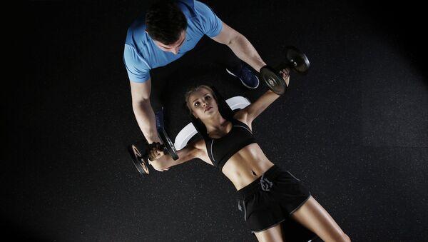 Fitness en el gimnasio (referencial) - Sputnik Mundo