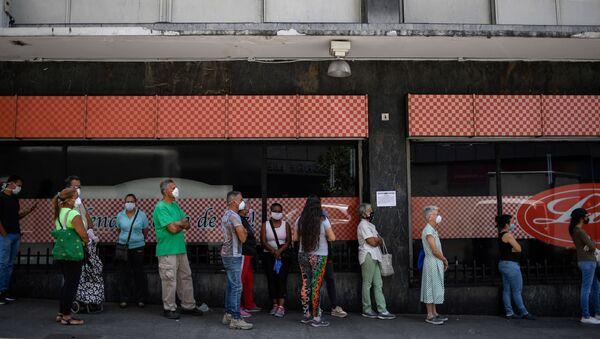 Los venezolanos hacen cola - Sputnik Mundo