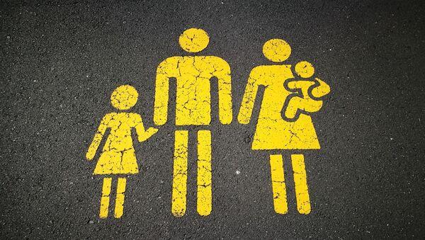 Familia (imagen referencial) - Sputnik Mundo