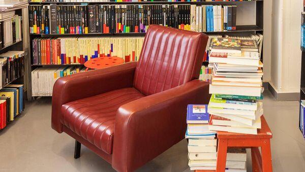 Libros en la librería Caótica - Sputnik Mundo
