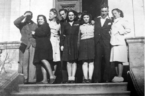 Olvido Fanjul, 1ª por la derecha (Gujan-Mestras, 1946) - Sputnik Mundo