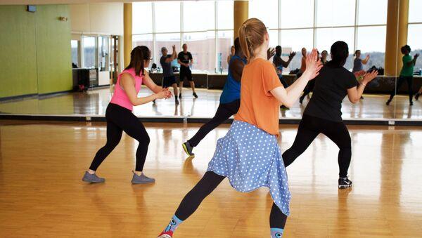 Personas en una clase de baile (archivo) - Sputnik Mundo