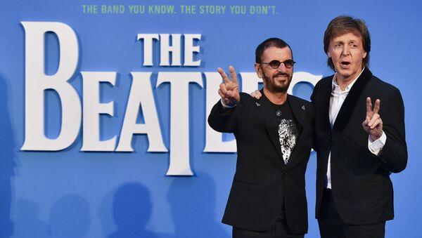 Los miembros de los Beatles, Paul McCartney y Ringo Starr - Sputnik Mundo