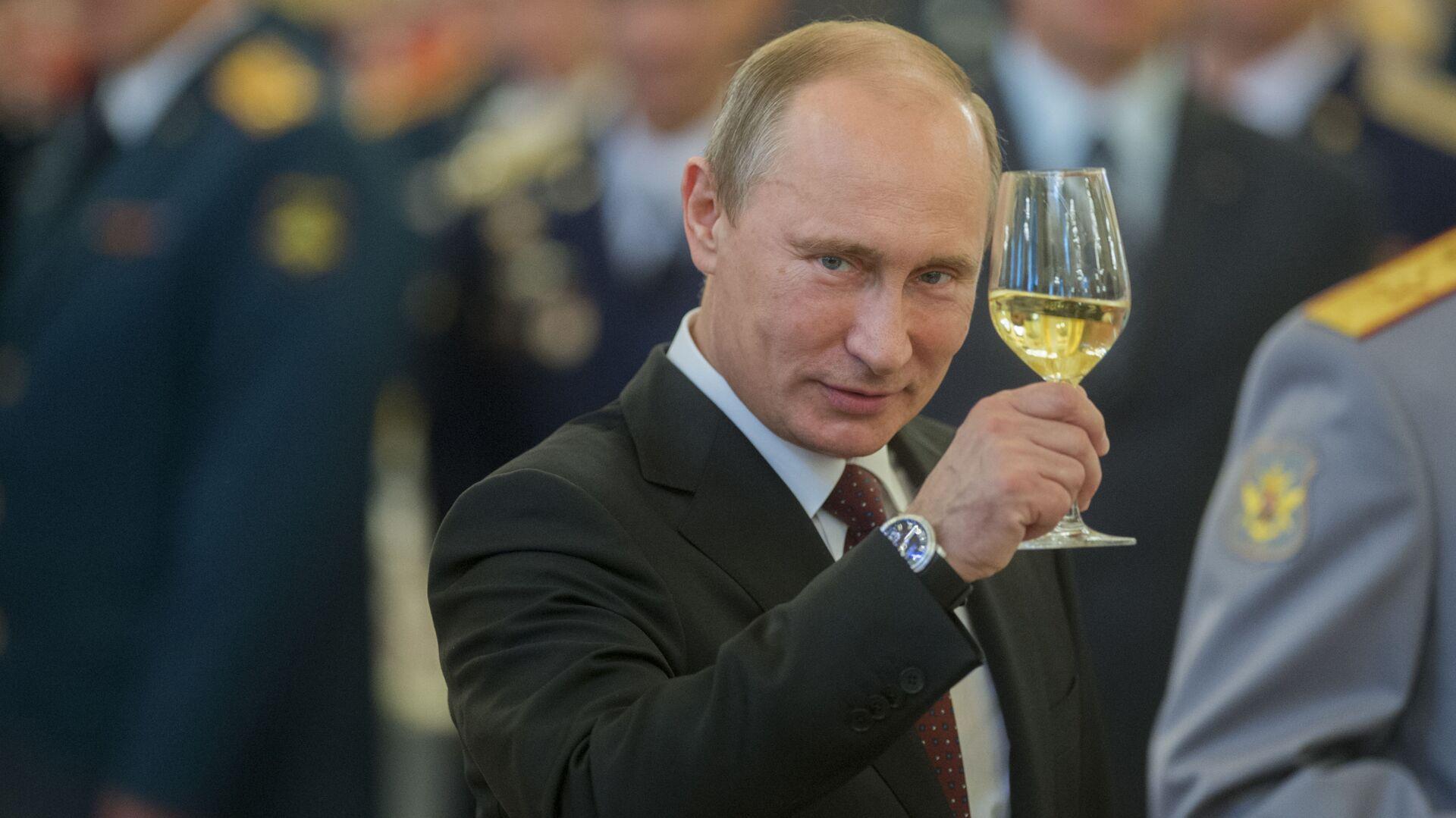 Vladímir Putin en un banquete en el Kremlin - Sputnik Mundo, 1920, 07.10.2021