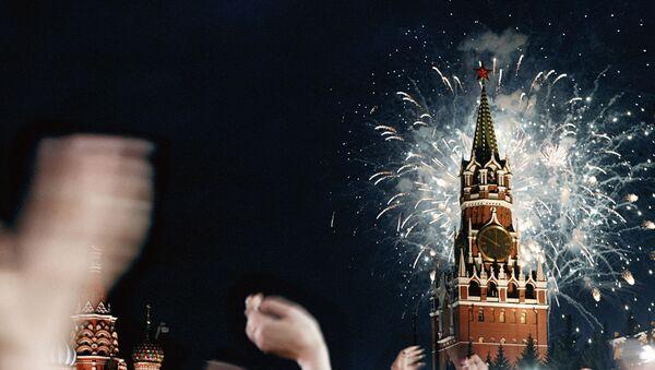 Fuegos artificiales en la Plaza Roja - Sputnik Mundo