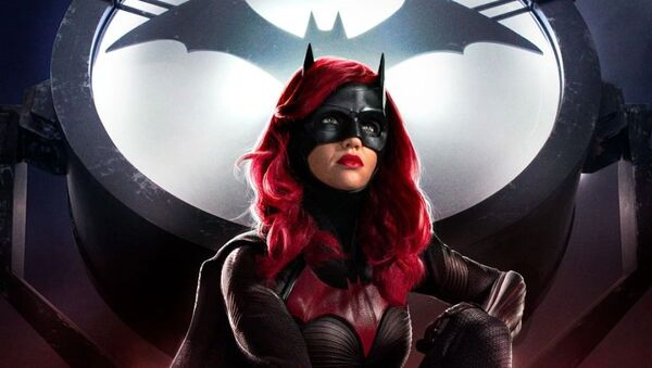 La actriz Ruby Rose en la serie 'Batwoman' - Sputnik Mundo