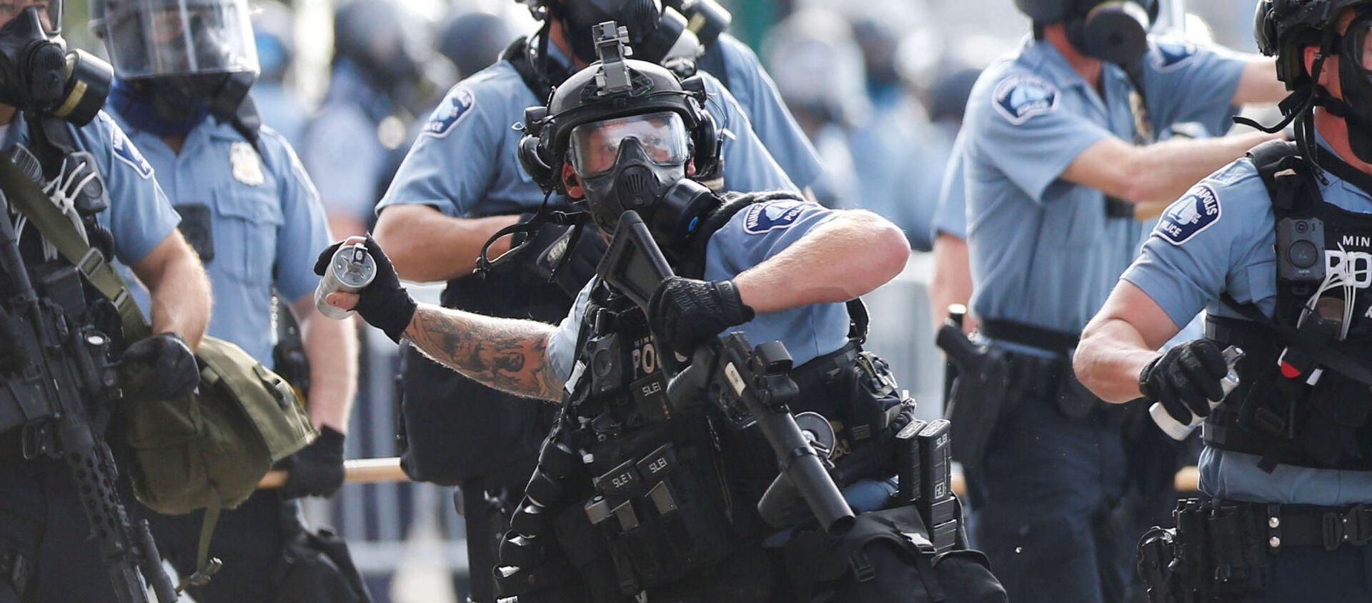 La Policía durante las protestas en Minneapolis  - Sputnik Mundo, 1920, 29.05.2020