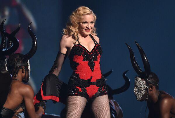 La cantante Madonna actúa en la 57ª edición de los premios Grammy en Los Ángeles, Estados Unidos, 2015 - Sputnik Mundo