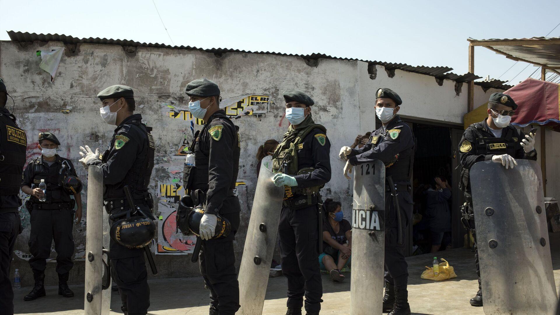 Policías en Perú - Sputnik Mundo, 1920, 31.03.2021