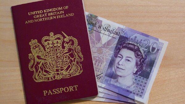 Un pasaporte del Reino Unido - Sputnik Mundo