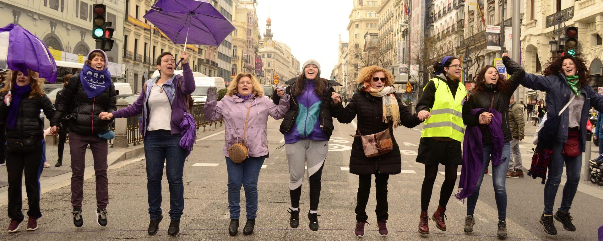 Manifestación de mujeres feministas en Madrid - Sputnik Mundo, 1920, 03.06.2020