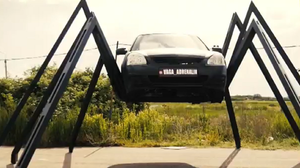 Un coche-araña - Sputnik Mundo