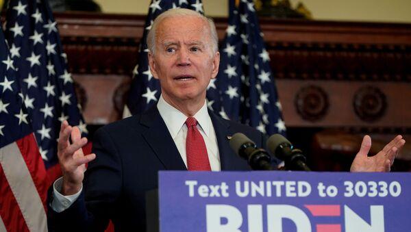 El exvicepresidente de EEUU, Joe Biden, confirma formalmente la nominación demócrata para las próximas elecciones presidenciales de EEUU. Según un recuento, el exvicepresidente obtuvo el voto de 1.993 delegados, superando levemente los 1.991 requeridos, tras las primarias del 2 de junio en siete estados y el Distrito de Columbia. - Sputnik Mundo