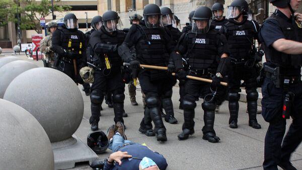 Policías de la ciudad de Buffalo durante las protestas  - Sputnik Mundo