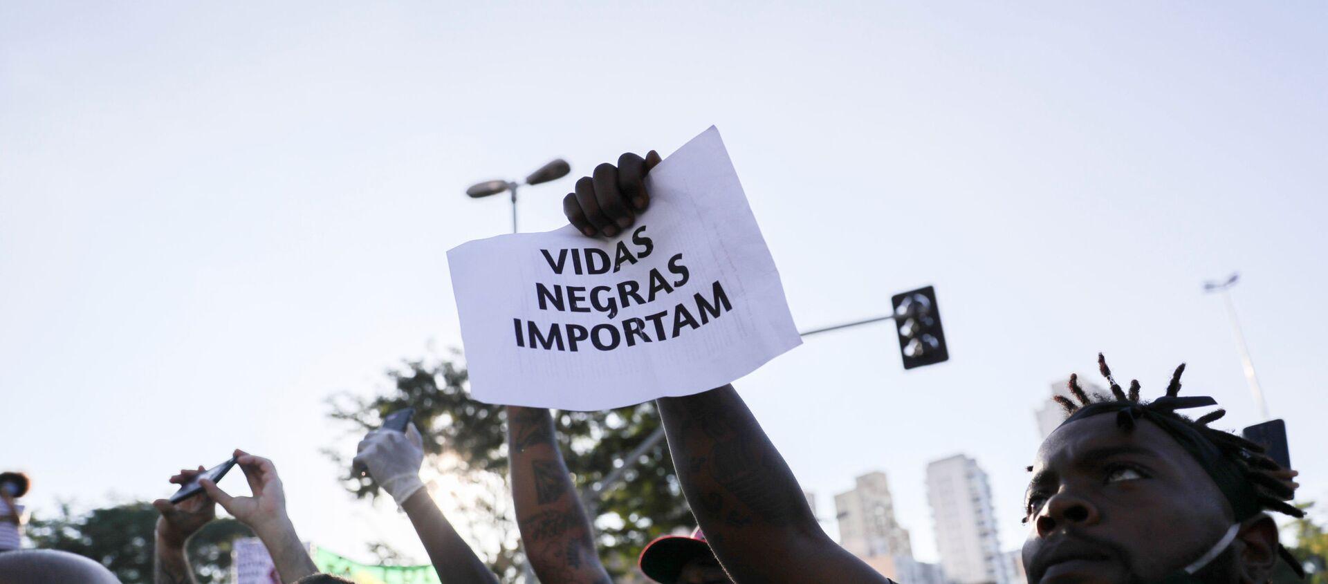 Manifestantes contra el racismo durante una protesta en Sao Paulo, Brasil - Sputnik Mundo, 1920, 08.06.2020