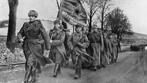 Los soldados soviéticos en Polonia (Archivo) - Sputnik Mundo