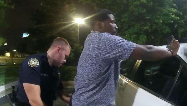 Momento de la detención de Rayshard Brooks en Atlanta, EEUU - Sputnik Mundo