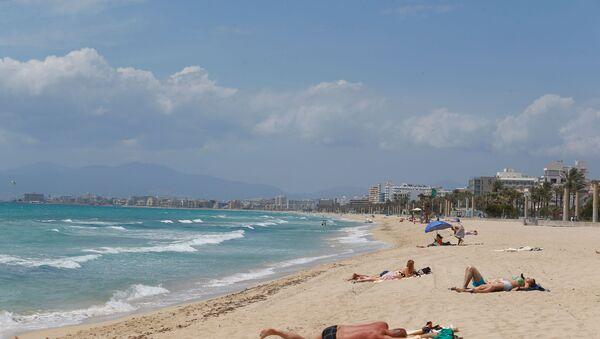 Una playa en la Palma de Mallorca, España - Sputnik Mundo