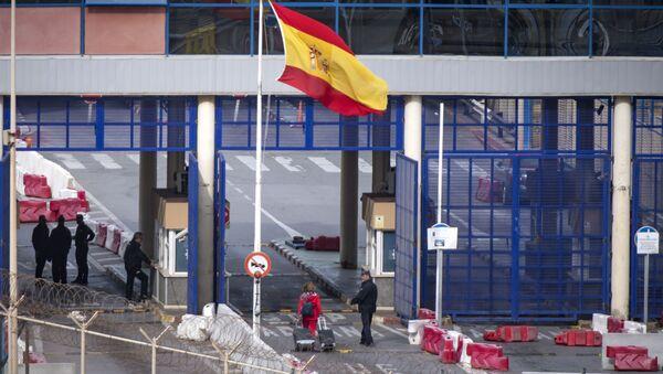 El paso fronterizo de Ceuta en la frontera entre Marruecos y España - Sputnik Mundo