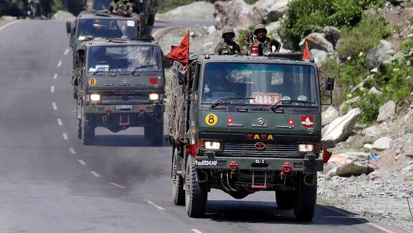 Un convoy militar indio  - Sputnik Mundo