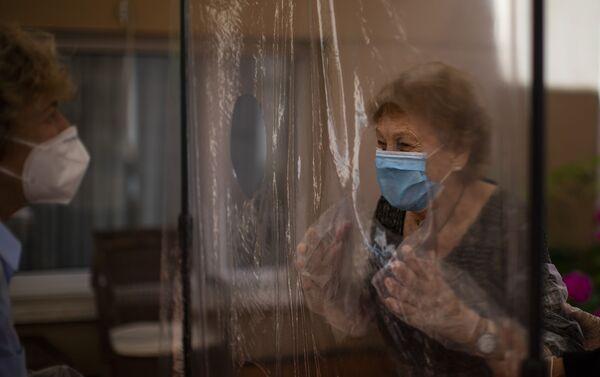 Isabel Pérez López se reencuentra con su madre después de 100 días sin verse - Sputnik Mundo
