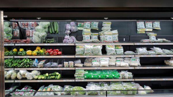 Verduras en un supermercado (imagen referencial) - Sputnik Mundo