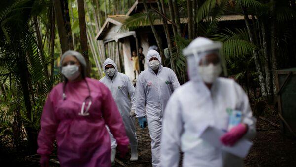 Médicos en la selva brasileña - Sputnik Mundo