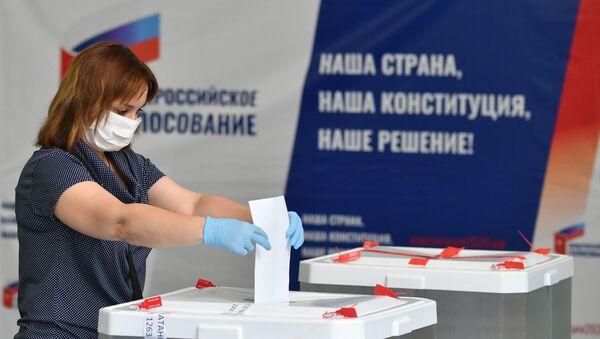 Votación sobre las enmiendas a la Carta Magna en Rusia - Sputnik Mundo
