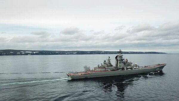Cruceros rusos practican el tiro en el mar de Barents - Sputnik Mundo