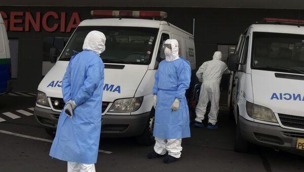 Ambulancias en un hospital de Quito, Ecuador - Sputnik Mundo