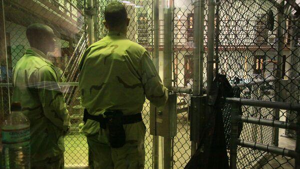 Unos presos de Guantánamo se mantendrán incomunicados por organizar desórdenes - Sputnik Mundo