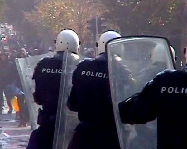 Más de 150 heridos en los enfrentamientos con la policía durante la marcha de homosexuales en Belgrado - Sputnik Mundo