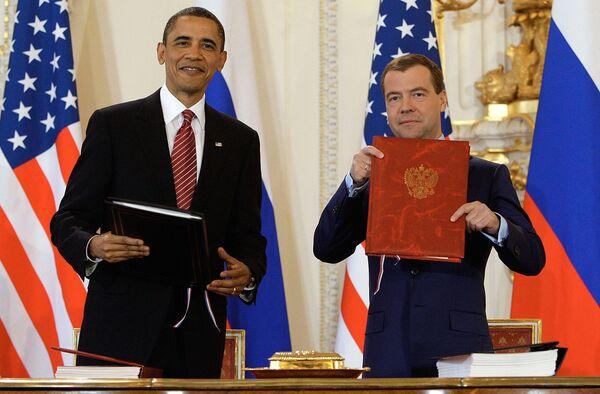 Rusia y EEUU firmaron el nuevo tratado de reducción de armas ofensivas estratégicas (START)... - Sputnik Mundo