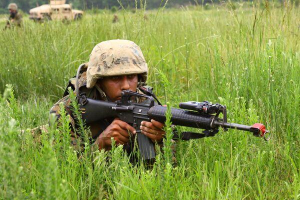 Francotiradores del Ejército estadounidense recibirán nuevo fusil XM2010 - Sputnik Mundo
