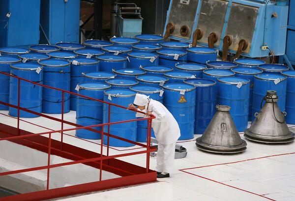 Rusia realiza en un 90% el suministro de uranio poco enriquecido a EEUU - Sputnik Mundo