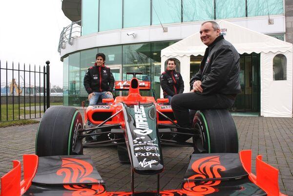 Los actuales pilotos de Virgin Racin, Timo Glock y Lucas di Grassi con Nikolái Fomenko - Sputnik Mundo