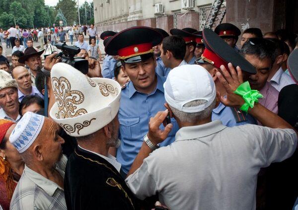 Experto declara que autoridades kirguises no defendieron a la población durante choques de 2010 - Sputnik Mundo