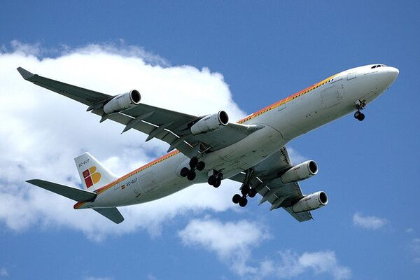 """La mayor aerolínea de España cancela todos los vuelos por """"la huelga salvaje"""" de los controladores aéreos - Sputnik Mundo"""