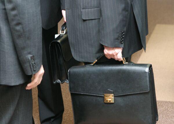 El Código de Indumentaria del banco suizo prescribe hasta la ropa interior de sus empleados - Sputnik Mundo