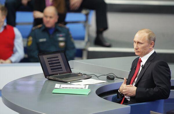 Vladímir Putin contesta en directo a los ciudadanos rusos - Sputnik Mundo