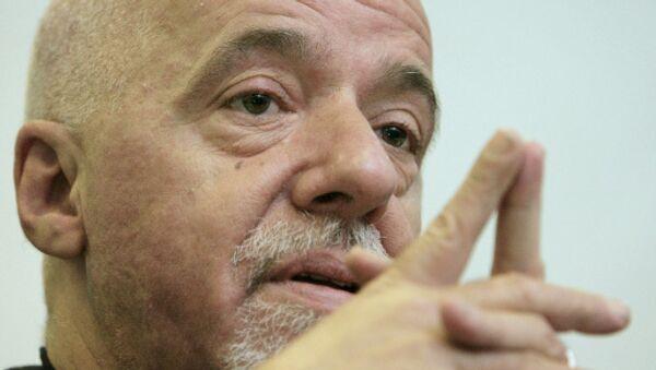 Paulo Coelho ofrece a Sony Pictures comprar los derechos de la película sobre Kim Jong-un - Sputnik Mundo