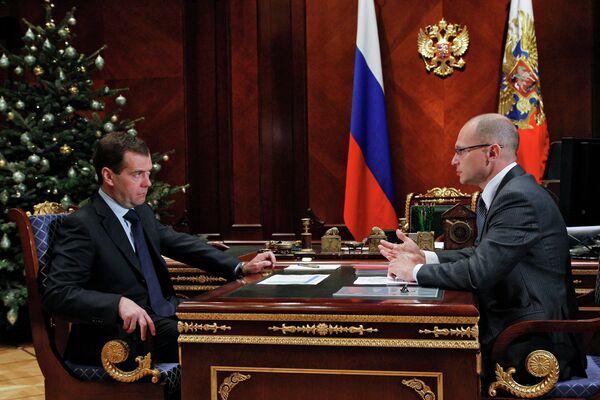 Dmitri Medvédev y Serguei Kirienko - Sputnik Mundo