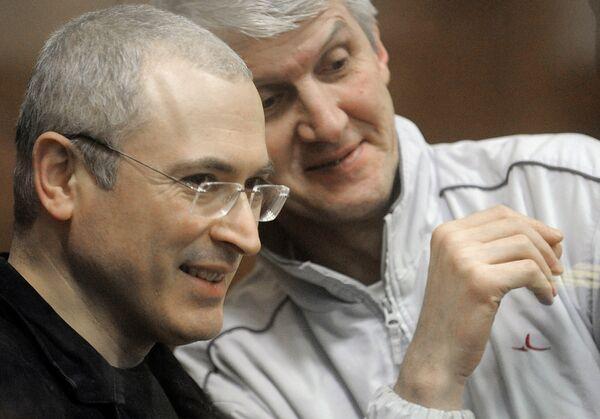 """El ex jefe de la petrolera Yukos, Mijaíl Jodorkovski, y el ex presidente del grupo """"Menatep"""", Platón Lébedev - Sputnik Mundo"""
