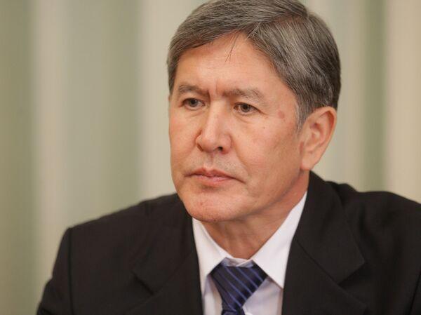 Kirguizistán se ofrece para tránsito de cargas a Afganistán más allá de 2014 - Sputnik Mundo