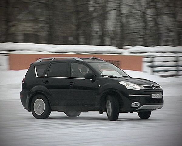 Recomendaciones para conducir en carreteras heladas - Sputnik Mundo