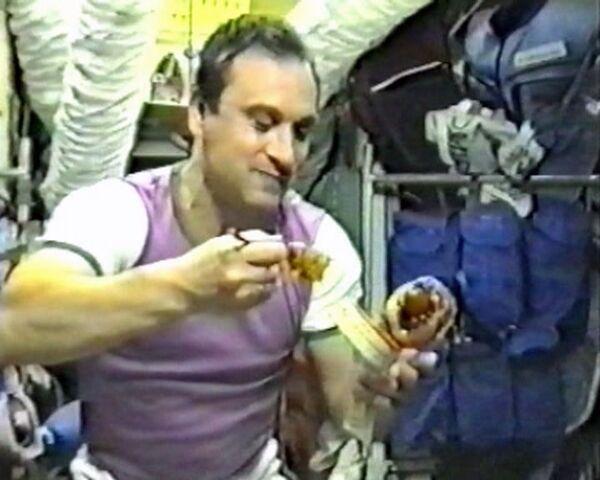 El menú de cosmonautas rusos es ¡para chuparse los dedos! - Sputnik Mundo