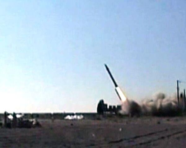 Irán prueba nuevo misil balístico supersónico - Sputnik Mundo